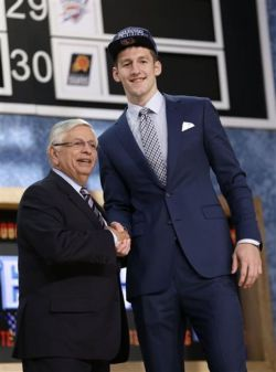 Bobcats select Zeller with No. 4 pick